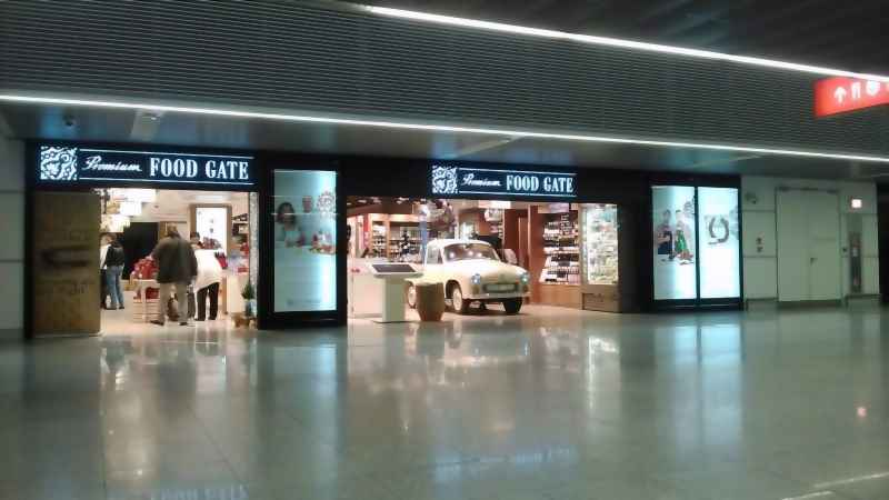 Shops at the Chopin Airport: PREMIUM FOOD GATE