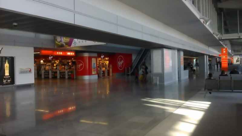 Shops at the Chopin Airport: VIRGIN